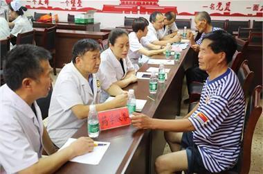 礼赞献八一   丰县人民医院走进社区为退伍军人送健康