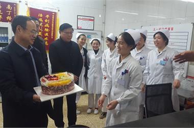 大年初一:医院领导深入一线慰问员工